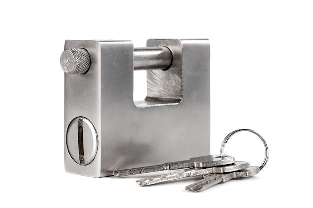 Lucchetto d'argento chiuso isolato, oggetto