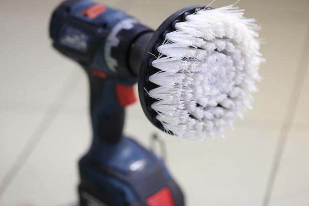 Primo piano della spazzola sulla vendita di macchine per la lucidatura dell'auto di strumenti per la manutenzione dell'auto e il concetto di riparazione