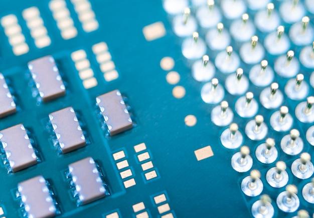 Primo piano cpu o unità di elaborazione centrale dalla scheda madre, unità a microprocessore dell'hardware del computer