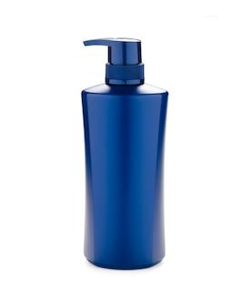 Primo piano della bottiglia di pompaggio di plastica blu scuro con l'etichetta in bianco su fondo bianco. isolato con la foto del percorso di ritaglio.