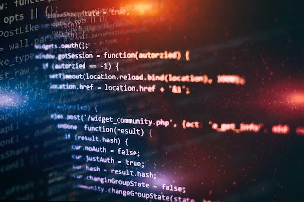 Primo piano sviluppando tecnologie di programmazione e codifica. sviluppatore che lavora sui codici dei siti web in ufficio.