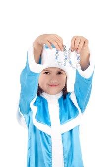 Immagine del primo piano della graziosa bambina nel costume della fanciulla di neve
