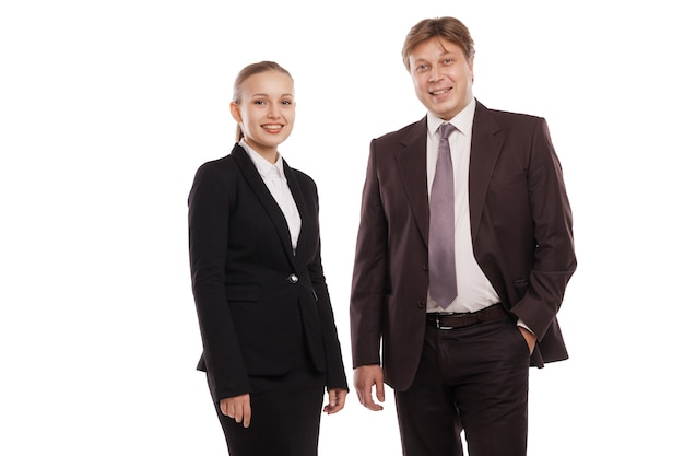 Primo piano dell'uomo e della donna in abiti formali. isolato su sfondo bianco.