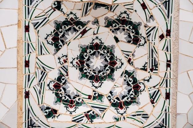 Mosaico del primo piano antonio gaudi nel parco guell barcellona