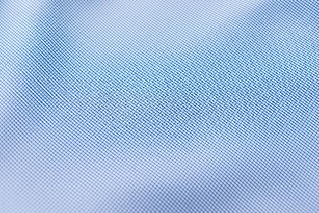 Primo piano del tessuto di seta blu increspato, priorità bassa di struttura del tessuto blu