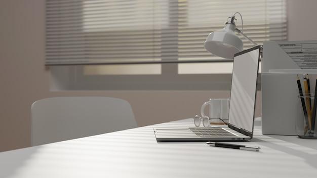 Vista laterale del primo piano della stanza moderna dell'ufficio con gli occhiali di cancelleria del computer portatile sul tavolo di lavoro 3d