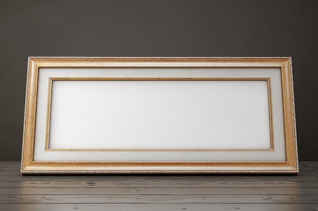 Cornice d'epoca in legno del primo piano con spazio vuoto per il tuo design su un tavolo di legno