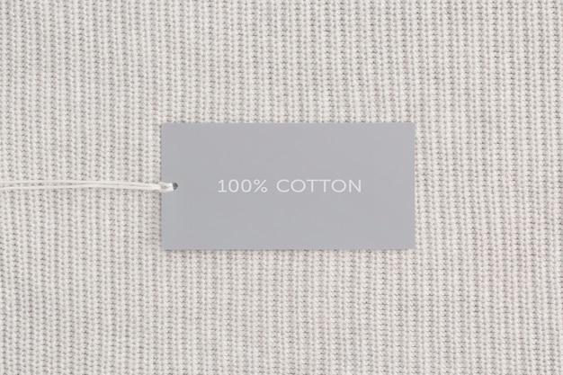 Etichetta di vestiti con testo