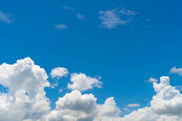 Nuvola e cielo blu, trama di sfondo natura soffice bianca