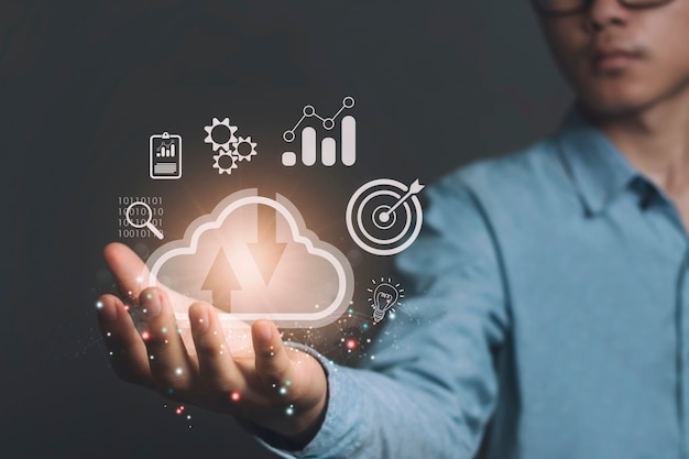 Concetto di cloud computing e archiviazione della tecnologia cloud o dati di trasferimento del servizio cloud