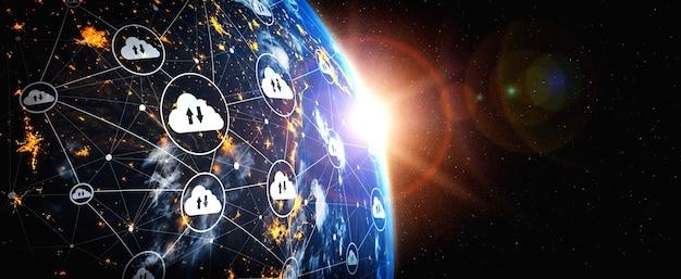 Tecnologia di cloud computing e archiviazione dei dati online in una percezione innovativa
