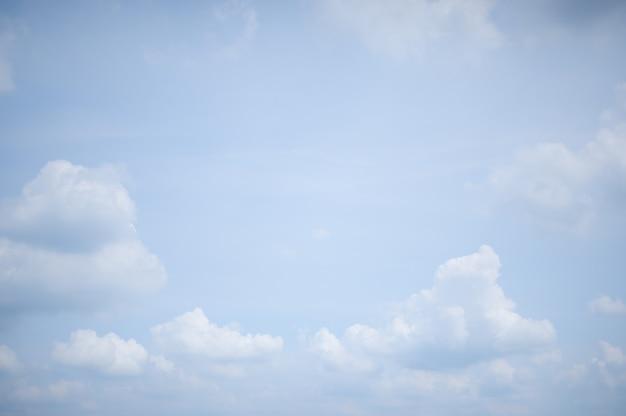 Sfondo del cielo nuvoloso durante il giorno