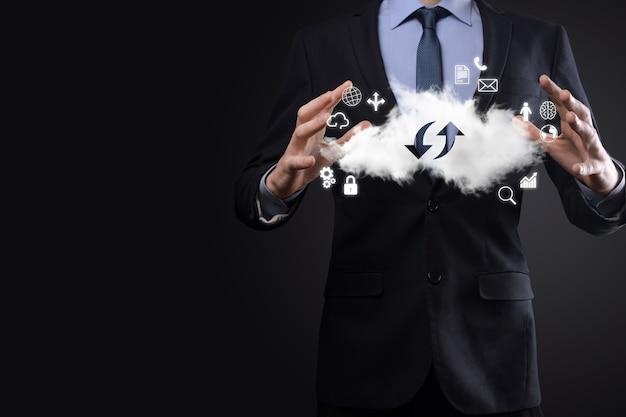 Tecnologia cloud. segno di archiviazione cloud con due frecce su e giù al buio. cloud computing, big data center, infrastruttura futura, concetto di ia digitale. simbolo di hosting virtuale.