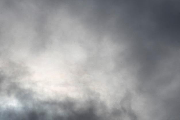 Cielo nuvoloso. tempo cupo. nuvole grigie. foto di alta qualità