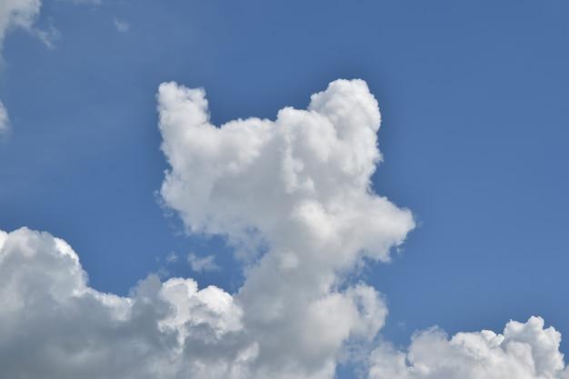 Clound e cielo blu