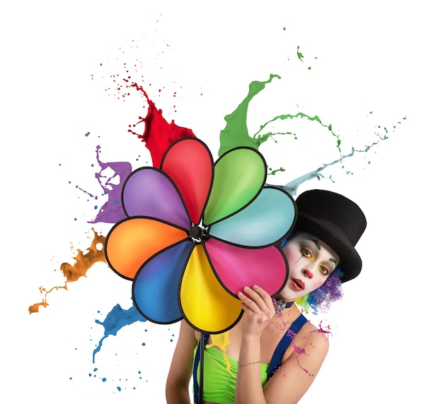 Clown con un'elica color arcobaleno gocciolante