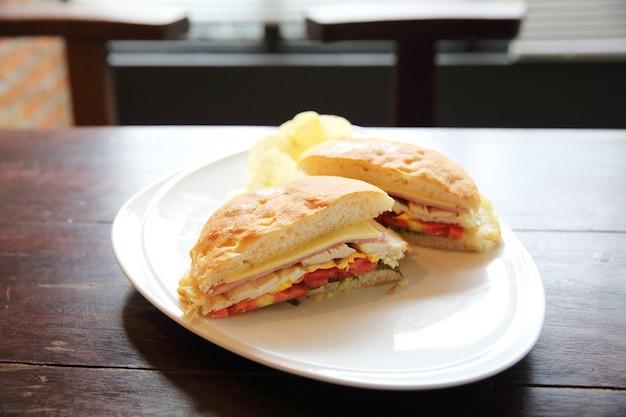 Club sandwich con fondo in legno