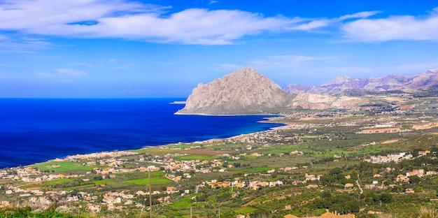 Paesaggio costiero della bellissima sicilia. san vito lo capo, veduta da erice. itlay