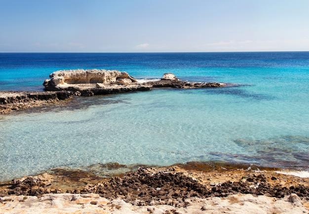 Costa nel sud italia, penisola salentina, puglia
