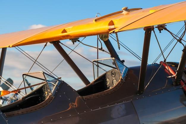 Abitacolo di un biplano boeing stearman 75 del 1942