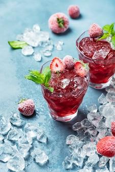 Cocktail con fragole congelate
