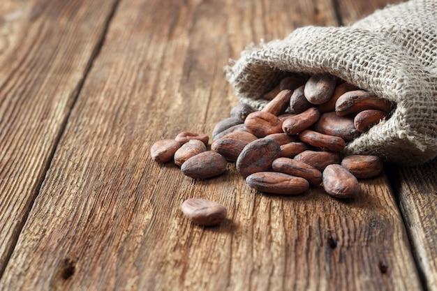 Fave di cacao (cacao) in sacchetto di tela