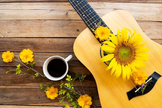 Cacao, chitarra e cosmo, girasoli su legno