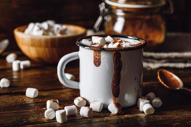 Tazza di cacao con marshmallow.