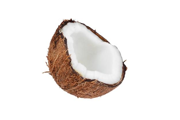 Noce di cocco isolato su sfondo bianco. spazio per testo o design.