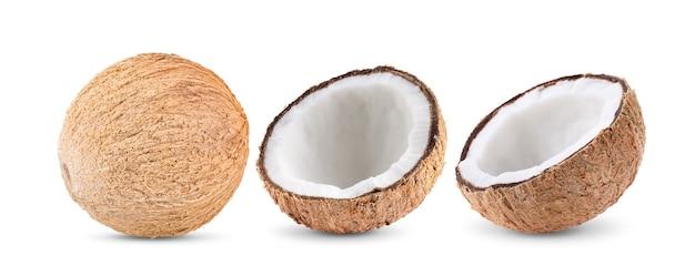 Noce di cocco isolata su bianco