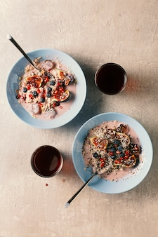 Yogurt al cocco, yogurt fatto in casa sano, muesli yogurt, muesli di avena, fiocchi d'avena, muesli di frutta