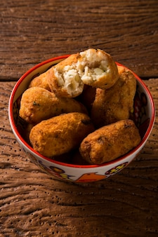 Frittelle di merluzzo, tapas tradizionali spagnole bunuelos de bacalao