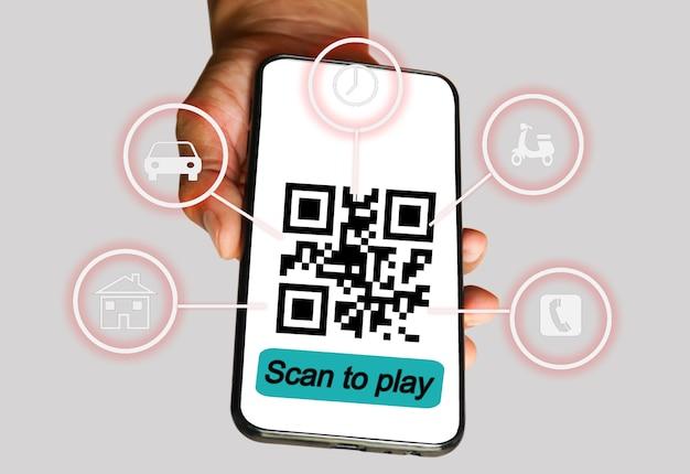 Pagamento del codice primo piano di una mano che tiene lo smartphone e scansiona il codice di scansione