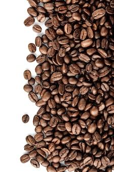 Chicco di caffè su sfondo bianco