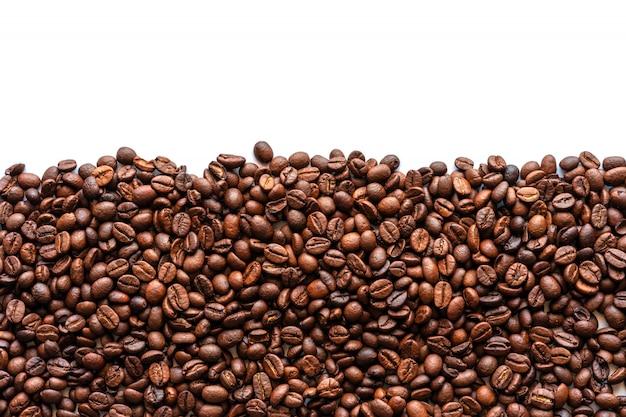 Chicco di caffè su bianco