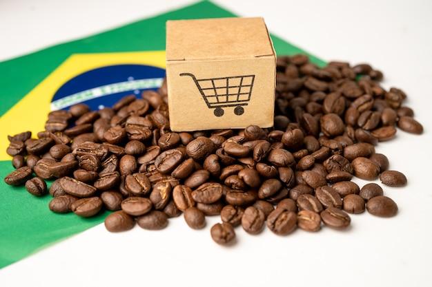 Chicchi di caffè sulla bandiera del brasile; import export drink food concept.