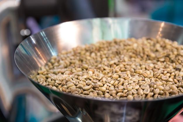 Caffè in grani e macchina del caffè