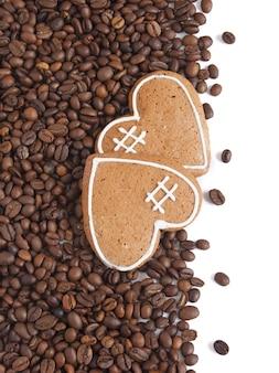 Chicchi di caffè e biscotti cuore s
