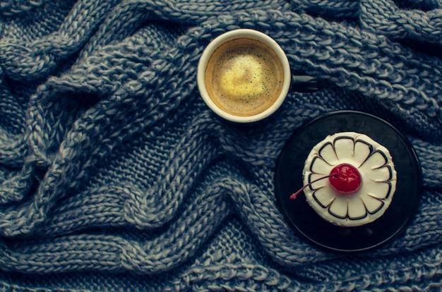 Caffè e torta come pasto mattutino