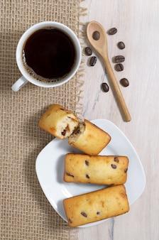 Barre di caffè e dolci con gocce di cioccolato