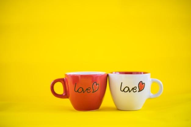 Tazza di caffè con la parola