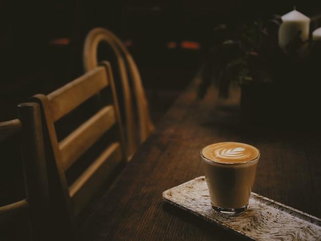 Caffè latte art in caffetteria