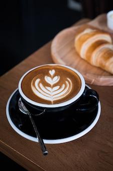 Arte del latte del caffè in caffetteria