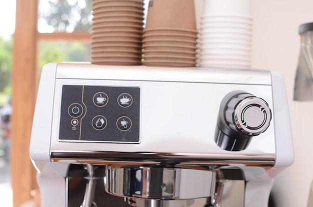 Macchina da caffè in una caffetteria. concetto di caffetteria