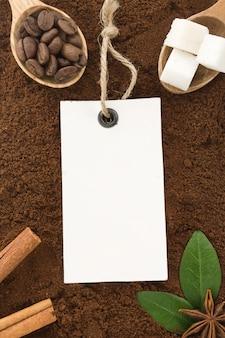 Polvere di caffè e fagioli come texture
