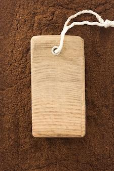 Trama di polvere di caffè e etichetta prezzo tag