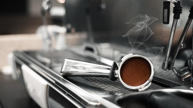 Manomissione del caffè alla macchina del caffè