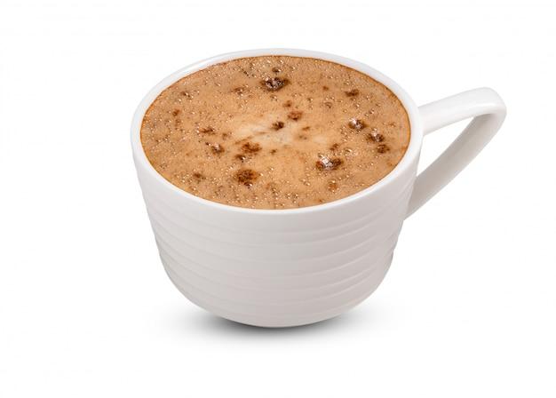 Caffè in tazza bianca su fondo bianco