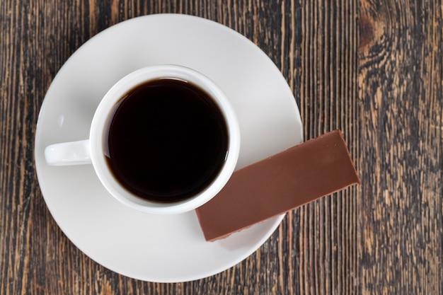 Caffè con un cioccolato