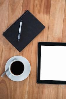 Caffè con organizer e tavoletta digitale